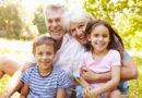 Pourquoi les vieilles personnes ont-elles des cheveux gris ou blancs?