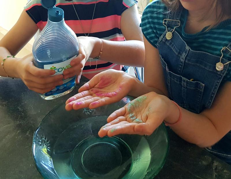 laver les germes paillettes sur les mains