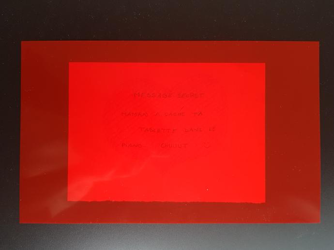 décoder message avec filtre rouge