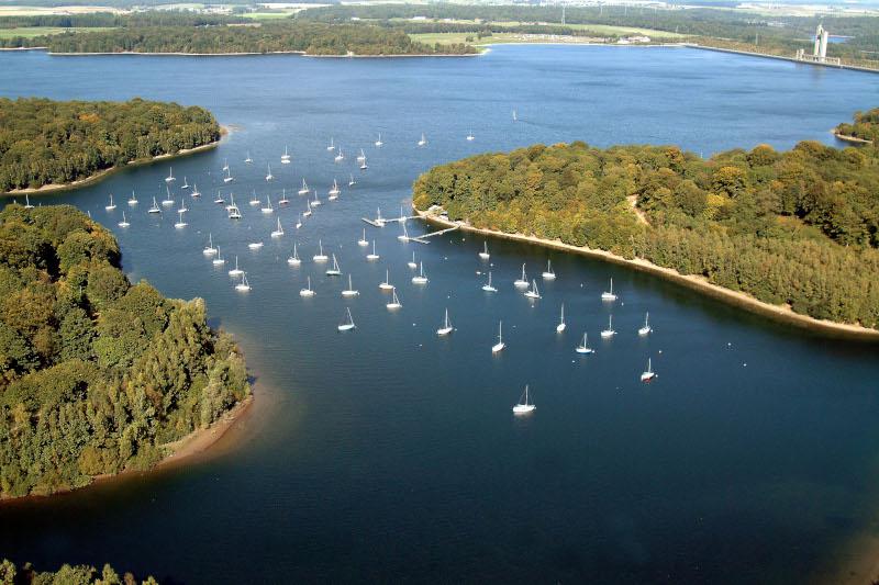 vue aerienne sur les lacs de l'eau d'heure
