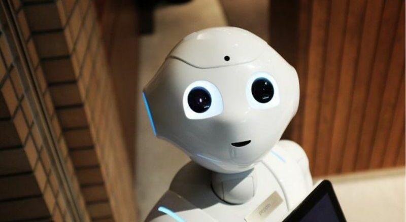 un robot c'est une machine qui fait les efforts dangereux ou ultra précis à notre place
